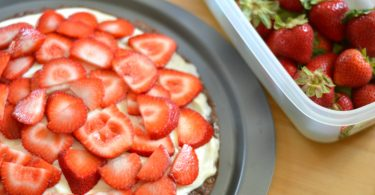 Strawberry Brownie Pizza Recipe: Rubbermaid® FreshWorksTM